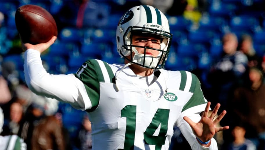 FOXBOROUGH, MASSACHUSETTS - DECEMBER 30: Sam Darnold #14 of the New York Jets warms up before a game against the New England Patriots at Gillette Stadium on December 30, 2018 in Foxborough, Massachusetts. (Photo by Jim Rogash/Getty Images)