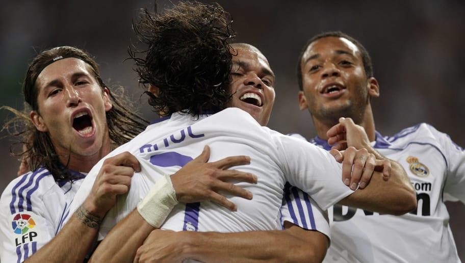 https://images2.minutemediacdn.com/image/upload/c_fill,w_912,h_516,f_auto,q_auto,g_auto/shape/cover/sport/Real-Madrid-v-Barcelona---La-Liga-fdf9acc0f3d2bf15eecb30e68ca56ff5.jpg