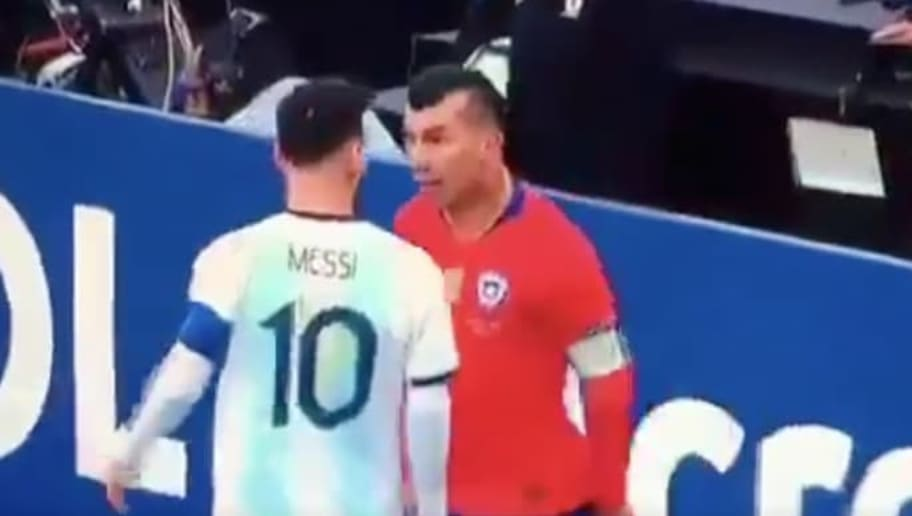 Video Lionel Messi Gets Sent Off On Controversial Red Card In Argentina Chile Copa America Matchup 12up