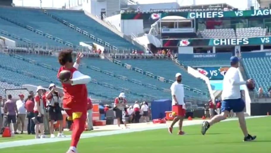 VIDEO: Chiefs QB Patrick Mahomes Throwing Bombs in Pregame