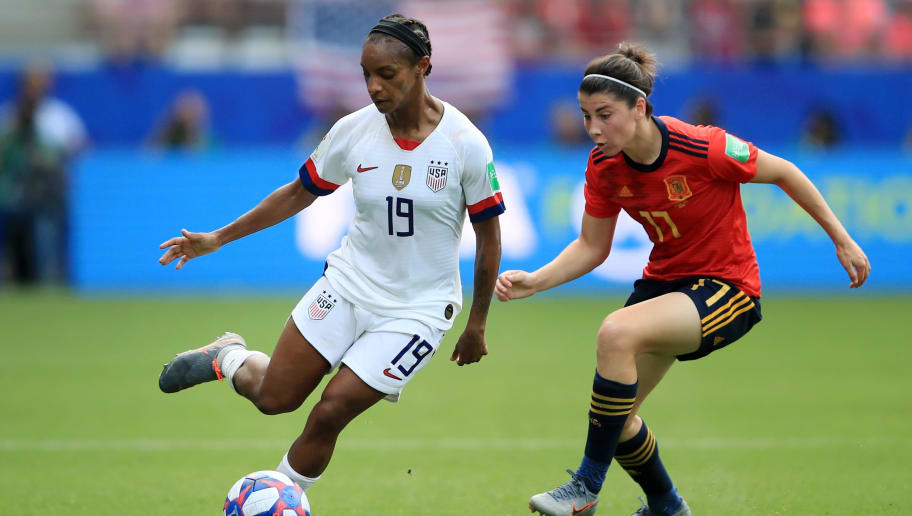 REIMS, FRANCE - JUNE 24: Crystal Dunn of the USA runs with the ball under pressure from Lucia Garcia of Spain during the 2019 FIFA Women's World Cup France Round Of 16 match between Spain and USA at Stade Auguste Delaune on June 24, 2019 in Reims, France. (Photo by Marc Atkins/Getty Images)