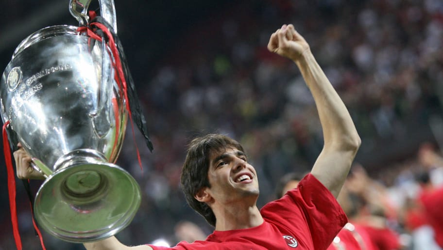Milan, ITALY: AC Milan player Kaka holds the Champions League Trophy during the victory celebration of AC Milan's 2-1 Champions League final win over Liverpool at San Siro Stadium 25 May  2007. AFP PHOTO / GIUSEPPE CACACE (Photo credit should read GIUSEPPE CACACE/AFP/Getty Images)