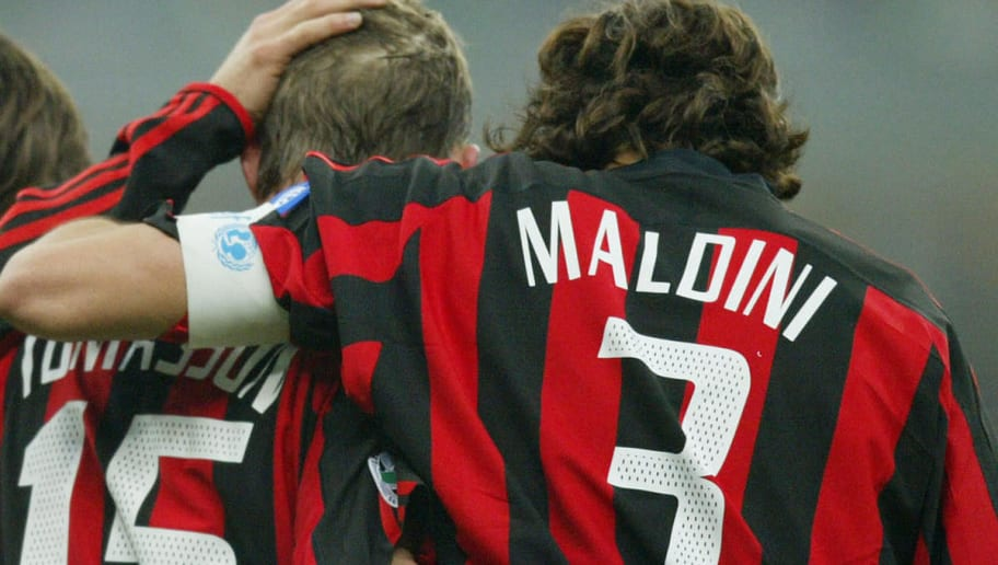 AC Milan's Jon Dahl Tomasson (C) celebra