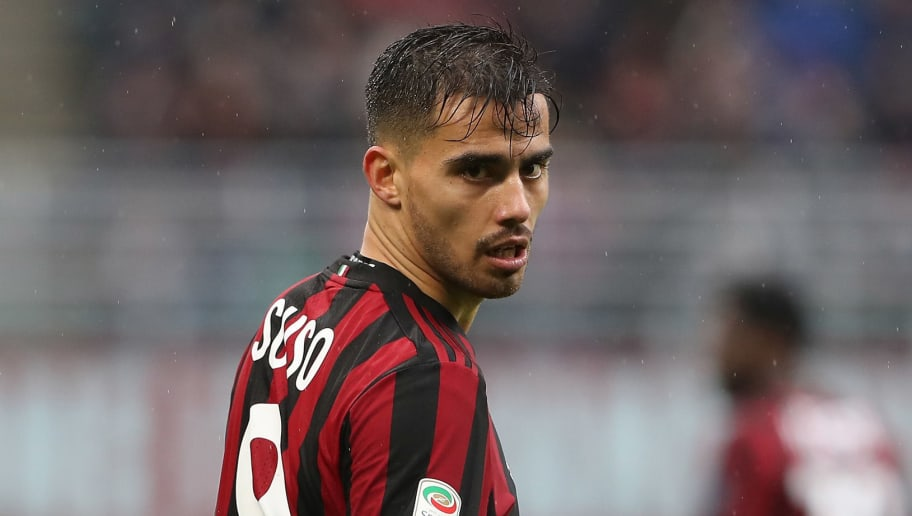 MILAN, ITALY - MARCH 18:  Fernandez Suso of AC Milan reacts during the serie A match between AC Milan and AC Chievo Verona at Stadio Giuseppe Meazza on March 18, 2018 in Milan, Italy.  (Photo by Marco Luzzani/Getty Images)