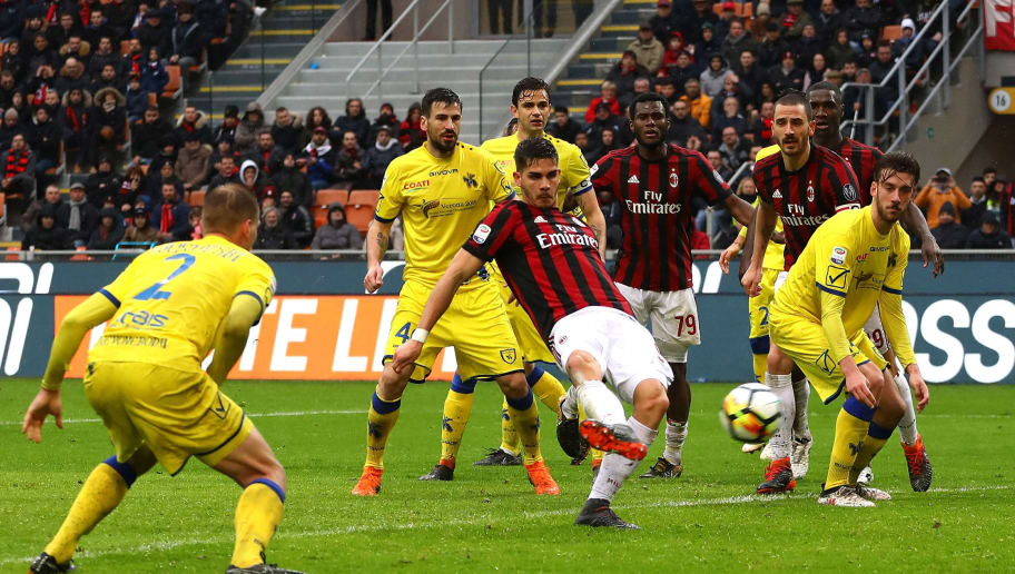 MILAN, ITALY - MARCH 18:  Andre Silva (C) of AC Milan scores the third goal of his team during the serie A match between AC Milan and AC Chievo Verona at Stadio Giuseppe Meazza on March 18, 2018 in Milan, Italy.  (Photo by Marco Luzzani/Getty Images)