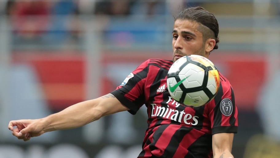 MILAN, ITALY - MAY 20:  Ricardo Rodriguez of AC Milan controls the ball during the serie A match between AC Milan and ACF Fiorentina at Stadio Giuseppe Meazza on May 20, 2018 in Milan, Italy.  (Photo by Emilio Andreoli/Getty Images)