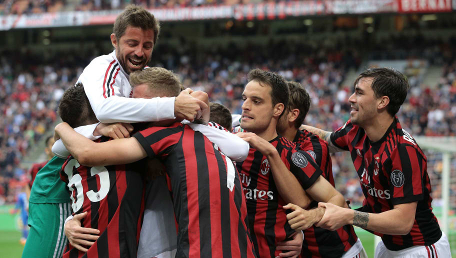 MILAN, ITALY - MAY 20:  Nikola Kalinic of AC Milan celebrates his goal with his team-mates during the serie A match between AC Milan and ACF Fiorentina at Stadio Giuseppe Meazza on May 20, 2018 in Milan, Italy.  (Photo by Emilio Andreoli/Getty Images)