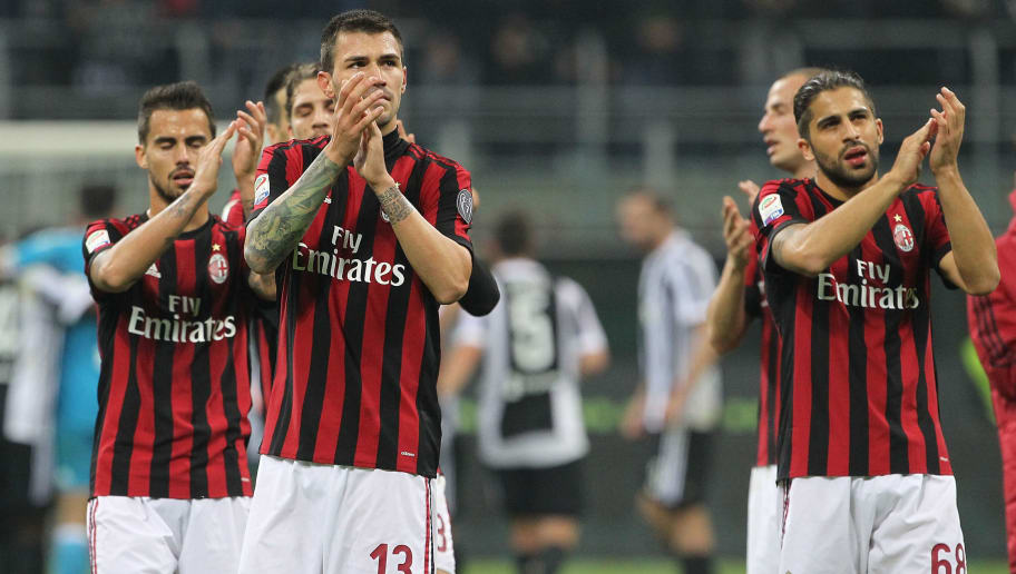 MILAN, ITALY - OCTOBER 28:  Alessio Romagnoli and Ricardo Rodriguez of AC Milan salute the fans at the end of the Serie A match between AC Milan and Juventus at Stadio Giuseppe Meazza on October 28, 2017 in Milan, Italy.  (Photo by Marco Luzzani/Getty Images)