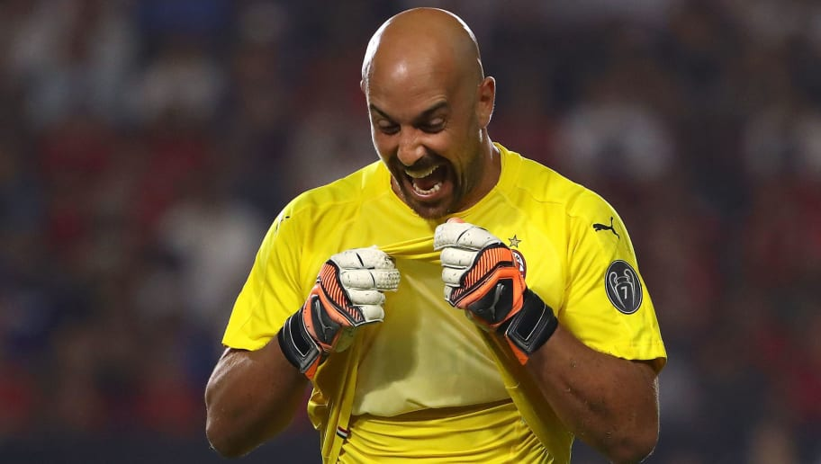 CARSON, CA - JULY 25: Goalkeeper Jose Reina #25 of AC Milan reacts during the penalty shootout against Manchester United in the International Champions Cup 2018 match at StubHub Center on July 25, 2018 in Carson, California. Manchester United defeated AC Milan 9-8 on penalties after playing to a 1-1 regulation draw. (Photo by Victor Decolongon/Getty Images)