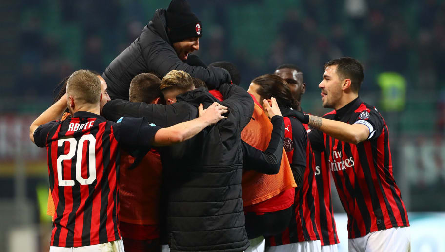 MILAN, ITALY - DECEMBER 29:  Gonzalo Higuain of AC Milan celebrates his goal with his team-mates during the Serie A match between AC Milan and SPAL at Stadio Giuseppe Meazza on December 29, 2018 in Milan, Italy.  (Photo by Marco Luzzani/Getty Images)