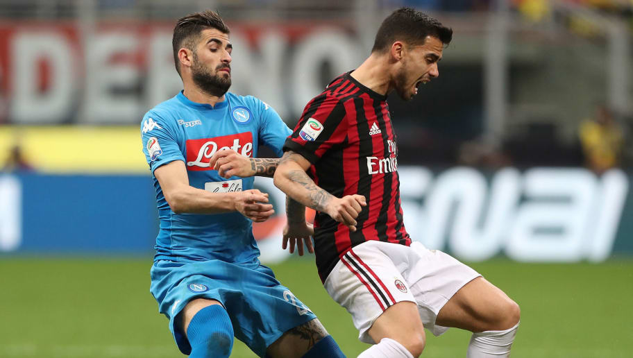 MILAN, ITALY - APRIL 15:  Fernandez Suso (R) of AC Milan is challenged by Elseid Hysaj (L) of SSC Napoli during the serie A match between AC Milan and SSC Napoli at Stadio Giuseppe Meazza on April 15, 2018 in Milan, Italy.  (Photo by Marco Luzzani/Getty Images)