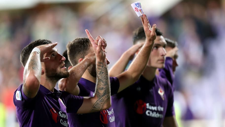 FLORENCE, ITALY - AUGUST 26: All ACF Fiorentina players greet the fans recalling Captain Davide Astori during the serie A match between ACF Fiorentina and Chievo Verona at Stadio Artemio Franchi on August 26, 2018 in Florence, Italy.  (Photo by Gabriele Maltinti/Getty Images)