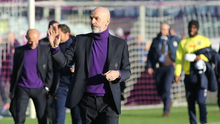 FLORENCE, ITALY - DECEMBER 26: Stefano Pioli manager of AFC Fiorentina gestures during the Serie A match between ACF Fiorentina and Parma FC at Stadio Artemio Franchi on December 26, 2018 in Florence, Italy.  (Photo by Gabriele Maltinti/Getty Images)