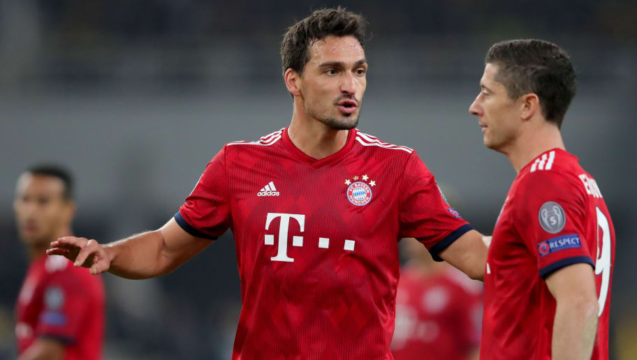 ATHENS, GREECE - OCTOBER 23:  Mats Hummels of Bayern Muenchen talks to his team mate Robert Lewandowski (R)  during the Group E match of the UEFA Champions League between AEK Athens and FC Bayern Muenchen at Athens Olympic Stadium on October 23, 2018 in Athens, Greece.  (Photo by Alexander Hassenstein/Bongarts/Getty Images)