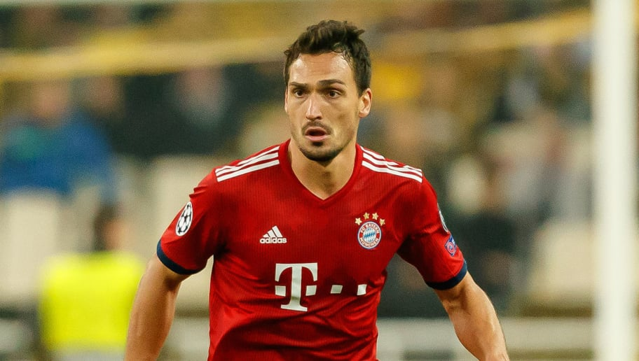 ATHENS, GREECE - OCTOBER 23: Mats Hummels of Bayern Muenchen controls the ball during the Group E match of the UEFA Champions League between AEK Athens and FC Bayern Muenchen at Athens Olympic Stadium on October 23, 2018 in Athens, Greece. (Photo by TF-Images/Getty Images)