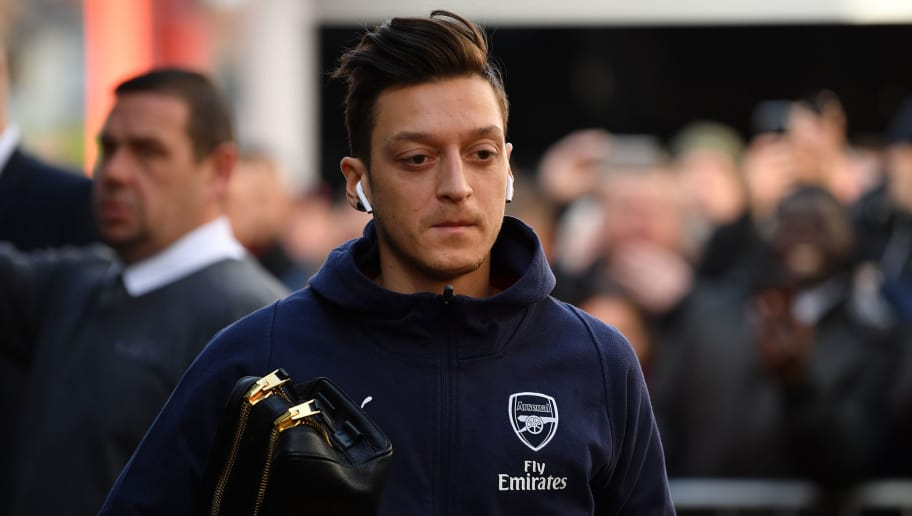 BOURNEMOUTH, ENGLAND - NOVEMBER 25:  Mesut Ozil of Arsenal arrives at the stadium prior to the Premier League match between AFC Bournemouth and Arsenal FC at Vitality Stadium on November 25, 2018 in Bournemouth, United Kingdom. (Photo by Dan Mullan/Getty Images)