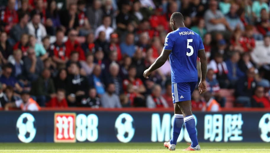 BOURNEMOUTH, ENGLAND - SEPTEMBER 15:  Wes Morgan of Leicester City leaves the pitch following receiving a red card during the Premier League match between AFC Bournemouth and Leicester City at Vitality Stadium on September 15, 2018 in Bournemouth, United Kingdom.  (Photo by Bryn Lennon/Getty Images,)