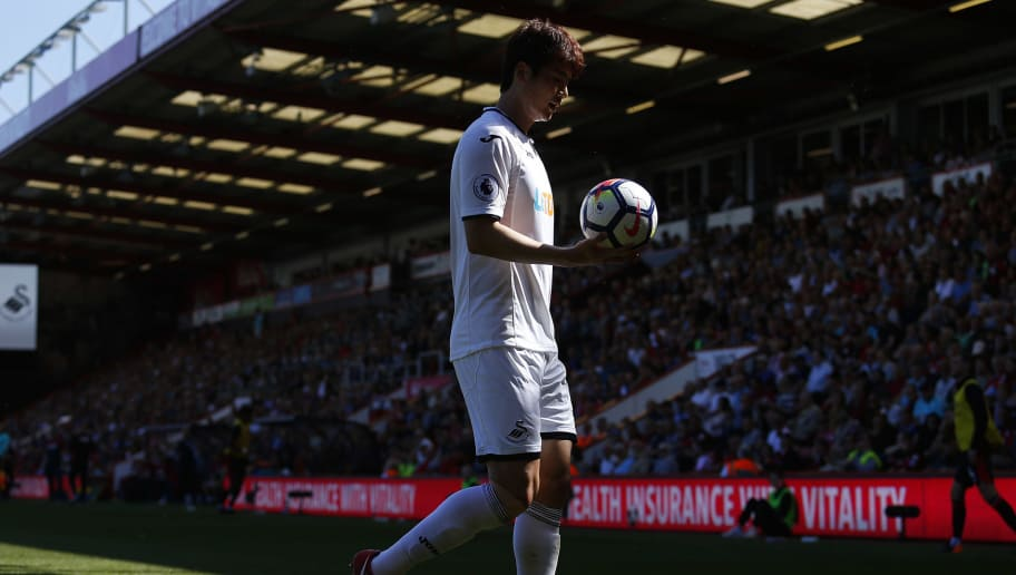 BOURNEMOUTH, ENGLAND - MAY 05: Ki Sung-yueng of Swansea City during the Premier League match between AFC Bournemouth and Swansea City at Vitality Stadium on May 05, 2018 in Bournemouth, England. (Photo by Athena Pictures/Getty Images)