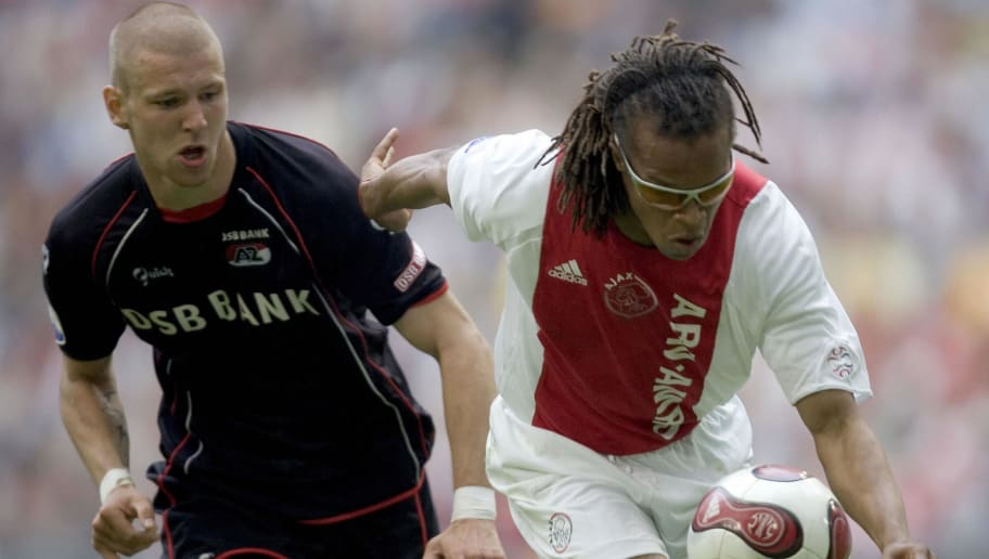 Ajax Amsterdam's Edgar Davids (R) duels...