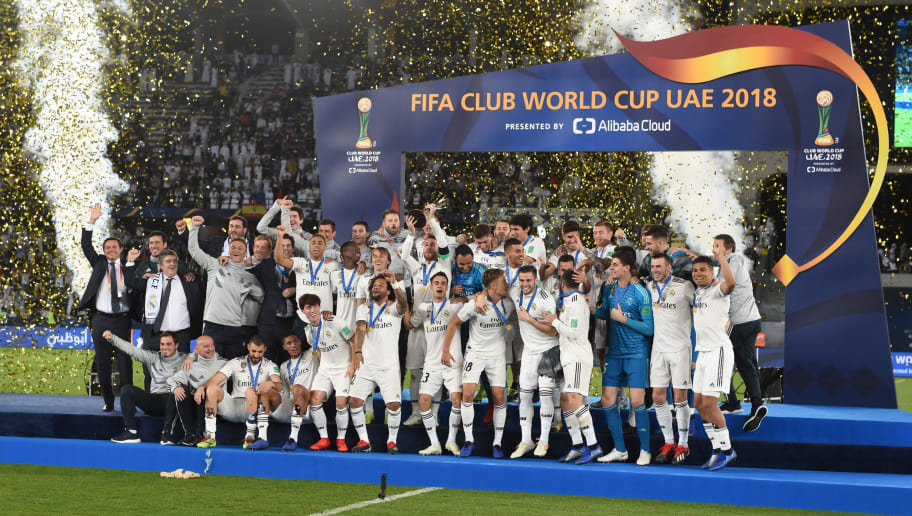 ABU DHABI, UNITED ARAB EMIRATES - DECEMBER 22: Players of Real Madrid celebrate the victory as captain Sergio Ramos lifts the trophy after the match between Real Madrid and Al Ain on December 22, 2018 in Abu Dhabi, United Arab Emirates. (Photo by Etsuo Hara/Getty Images)