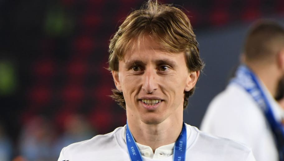 ABU DHABI, UNITED ARAB EMIRATES - DECEMBER 22: Luka Modric of Real Madrid celebrates with the trophy after the match between Real Madrid and Al Ain on December 22, 2018 in Abu Dhabi, United Arab Emirates. (Photo by Etsuo Hara/Getty Images)