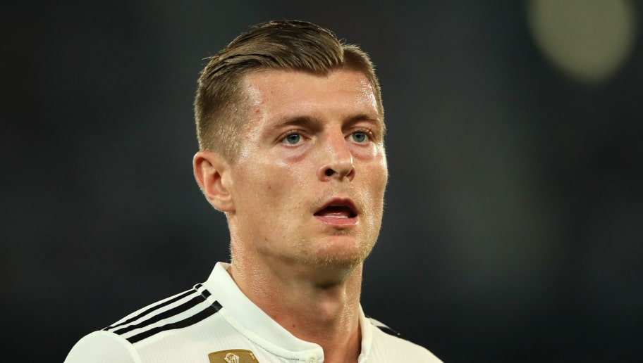 ABU DHABI, UNITED ARAB EMIRATES - DECEMBER 22: Toni Kroos of Real Madrid in action during the FIFA Club World Cup UAE final match between  Real Madrid and Al Ain at Sheikh Zayed Stadium on December 22, 2018 in Abu Dhabi, United Arab Emirates. (Photo by Matthew Ashton - AMA/Getty Images)