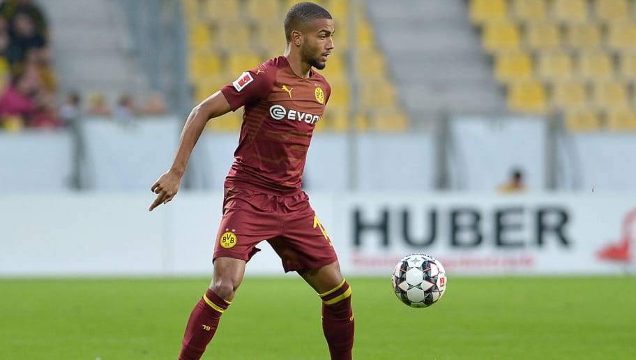 AACHEN, GERMANY - OCTOBER 15: Jeremy Toljan of Borussia Dortmund controls the ball during the friendly match between Allemannia Aachen and Borussia Dortmund on October 15, 2018 in Aachen, Germany. (Photo by TF-Images/Getty Images)