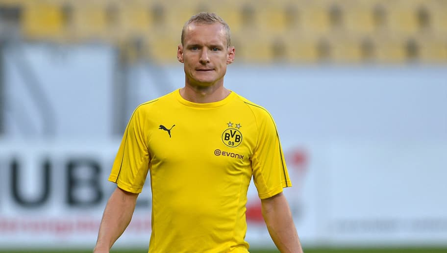 AACHEN, GERMANY - OCTOBER 15: Sebastian Rode of Borussia Dortmund looks on during the friendly match between Allemannia Aachen and Borussia Dortmund on October 15, 2018 in Aachen, Germany. (Photo by TF-Images/Getty Images)