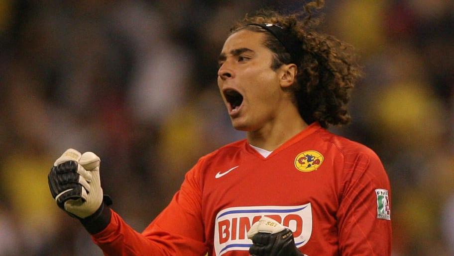America's player Guillermo Ochoa celebra