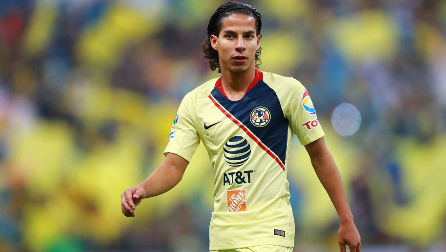 MEXICO CITY, MEXICO - DECEMBER 09: Diego Lainez #20 of America drives the ball during the semifinal second leg match between America and Pumas UNAM as part of the Torneo Apertura 2018 Liga MX at Azteca Stadium on December 9, 2018 in Mexico City, Mexico. (Photo by Hector Vivas/Getty Images)
