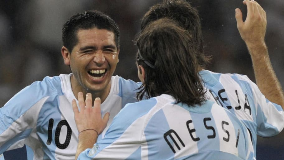 Argentina's Juan Riquelme (L) celebrates