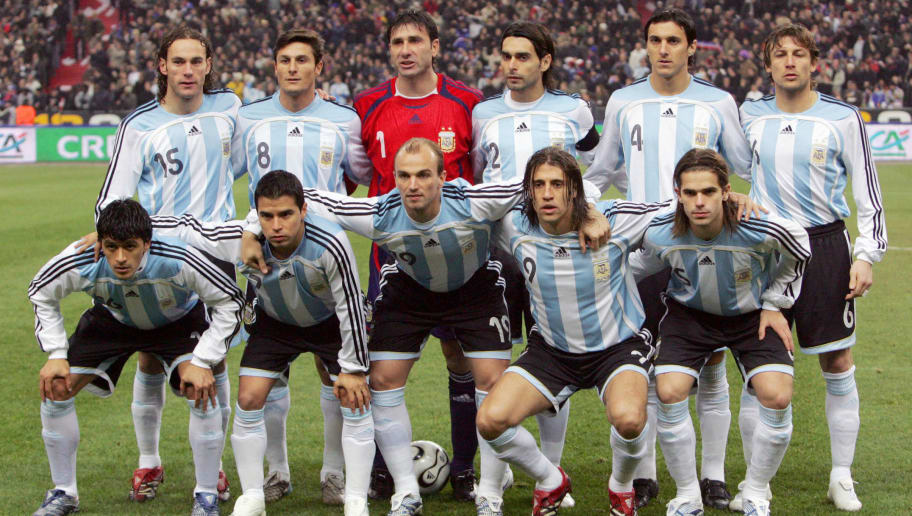 Saint-Denis, FRANCE: Argentina's players pose prior the friendly football match France vs. Argentina, 07 February 2007 at the Stade de France in Saint-Denis, north of Paris.  Argentina won 1-0. First row, from left : midfielder Luis Gonzalez, forward Javier Saviola, midfielder Esteban Cambiasso, forward Hernan Crespo, and midfielder Fernando Gago. Second row, from R : defender Gabriel Milito, defender Javier Zanetti, goalkeeper Roberto Abbondanzieri, defender and Captain Roberto Ayala, defender Nicolas Burdisso, and defender Gabriel Heinze.  AFP PHOTO / JACK GUEZ (Photo credit should read JACK GUEZ/AFP/Getty Images)