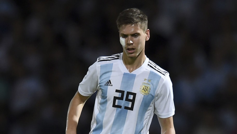 CORDOBA, ARGENTINA - NOVEMBER 16: Juan Marcos Foyth of Argentina drives the ball during a friendly match between Argentina and Mexico at Mario Kempes Stadium on November 16, 2018 in Cordoba, Argentina. (Photo by Marcelo Endelli/Getty Images)