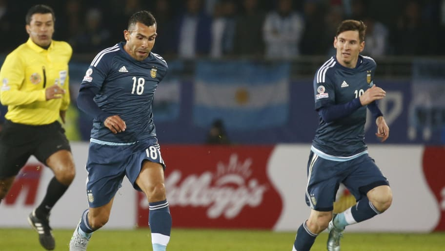 LA SERENA, CHILE - JUNE 16: Carlos Tevez of Argentina drives the ball next to Lionel Messi during the 2015 Copa America Chile Group B match between Argentina and Uruguay at La Portada Stadium on June 16, 2015 in La Serena, Chile. (Photo by Gabriel Rossi/LatinContent/Getty Images)