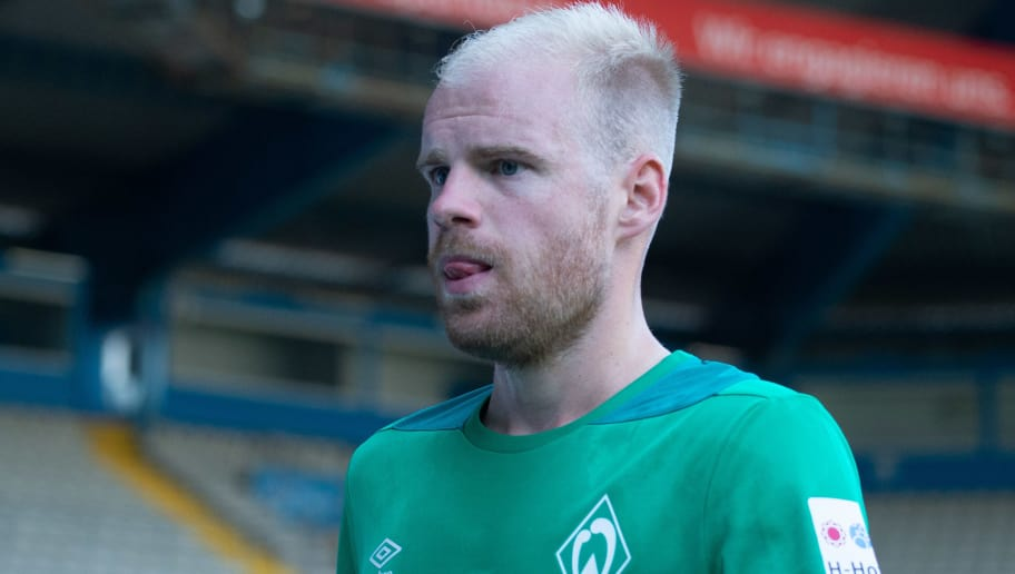BIELEFELD, GERMANY - JULY 27: Davy Klaassen of Werder Bremen looks on during the Friendly match between Arminia Bielefeld and SV Werder Bremen at SchücoArena on July 27, 2018 in Bielefeld, Germany. (Photo by TF-Images/Getty Images)