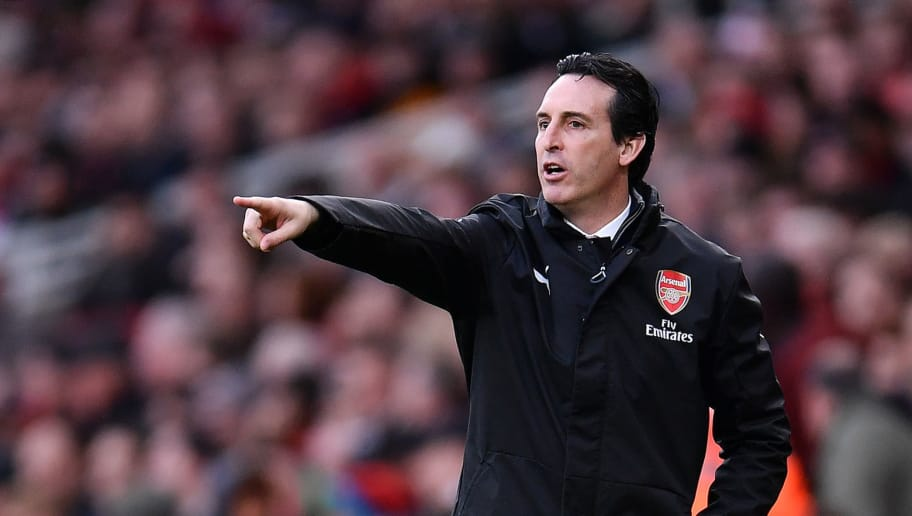 LONDON, ENGLAND - DECEMBER 08:  Unai Emery, Manager of Arsenal gives his team instructions during the Premier League match between Arsenal FC and Huddersfield Town at Emirates Stadium on December 8, 2018 in London, United Kingdom.  (Photo by Justin Setterfield/Getty Images)