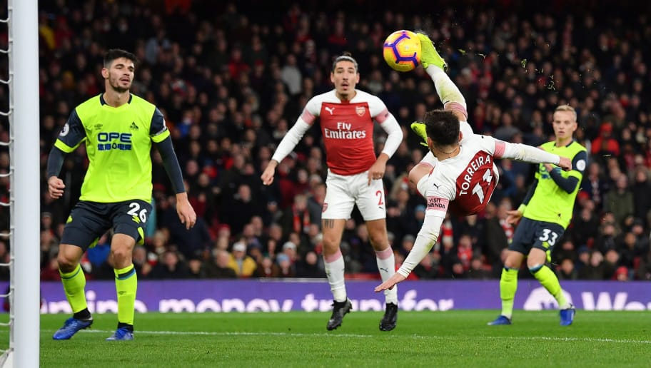 LONDON, ENGLAND - DECEMBER 08: Lucas Torreira of Arsenal scores his team's first goal during the Premier League match between Arsenal FC and Huddersfield Town at Emirates Stadium on December 8, 2018 in London, United Kingdom.  (Photo by Justin Setterfield/Getty Images)