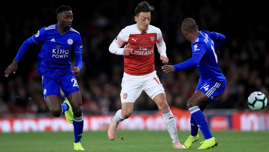 LONDON, ENGLAND - OCTOBER 22:  Mesut Ozil of Arsenal in action with Wilfred Ndidi and Ricardo Pereira of Leicester City during the Premier League match between Arsenal FC and Leicester City at Emirates Stadium on October 22, 2018 in London, United Kingdom. (Photo by Marc Atkins/Getty Images)
