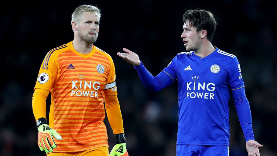 LONDON, ENGLAND - OCTOBER 22: Kasper Schmeichel of Leicester City speaks to Ben Chilwell of Leicester City after the final whistle during the Premier League match between Arsenal FC and Leicester City at Emirates Stadium on October 22, 2018 in London, United Kingdom.  (Photo by Clive Rose/Getty Images)