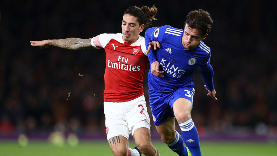 LONDON, ENGLAND - OCTOBER 22:  Hector Bellerin of Arsenal battles for possession with Ben Chilwell of Leicester City during the Premier League match between Arsenal FC and Leicester City at Emirates Stadium on October 22, 2018 in London, United Kingdom.  (Photo by Clive Rose/Getty Images)