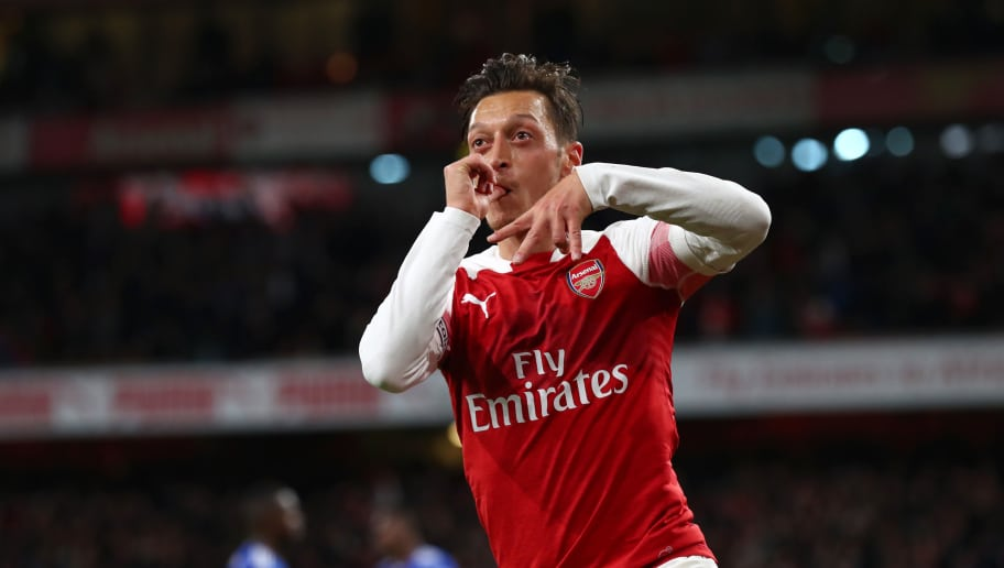 LONDON, ENGLAND - OCTOBER 22:  Mesut Ozil of Arsenal celebrates after he scores his sides first goal during the Premier League match between Arsenal FC and Leicester City at Emirates Stadium on October 22, 2018 in London, United Kingdom.  (Photo by Clive Rose/Getty Images)