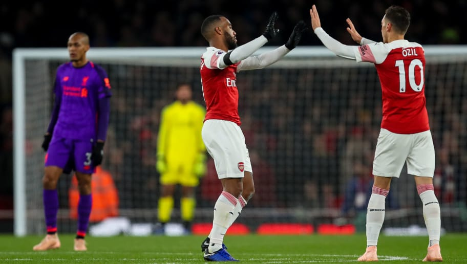 LONDON, ENGLAND - NOVEMBER 03: Alexandre Lacazette of Arsenal celebrates after scoring a goal to make it 1-1 during the Premier League match between Arsenal FC and Liverpool FC at Emirates Stadium on November 3, 2018 in London, United Kingdom. (Photo by Robbie Jay Barratt - AMA/Getty Images)