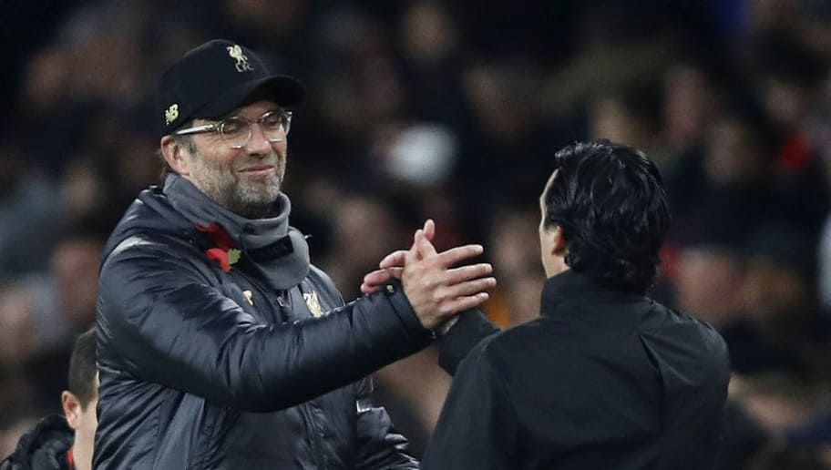 LONDON, ENGLAND - NOVEMBER 03:  Jurgen Klopp, Manager of Liverpool shakes hands with Unai Emery, Manager of Arsenal at the full time whistle during the Premier League match between Arsenal FC and Liverpool FC at Emirates Stadium on November 3, 2018 in London, United Kingdom.  (Photo by Julian Finney/Getty Images)