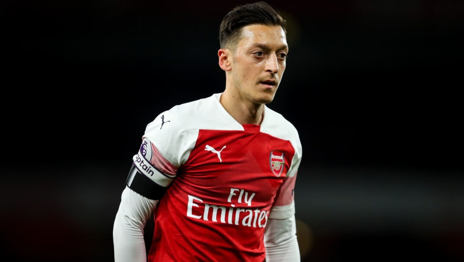 LONDON, ENGLAND - NOVEMBER 03: Mesut Ozil of Arsenal during the Premier League match between Arsenal FC and Liverpool FC at Emirates Stadium on November 3, 2018 in London, United Kingdom. (Photo by Robbie Jay Barratt - AMA/Getty Images)