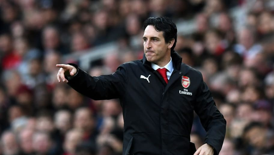 LONDON, ENGLAND - DECEMBER 02:  Unai Emery, Manager of Arsenal gives his team instructions during the Premier League match between Arsenal FC and Tottenham Hotspur at Emirates Stadium on December 1, 2018 in London, United Kingdom.  (Photo by Shaun Botterill/Getty Images)
