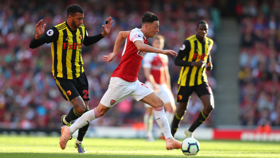 LONDON, ENGLAND - SEPTEMBER 29: Etienne Capoue of Watford and Mesut Ozil of Arsenal during the Premier League match between Arsenal FC and Watford FC at Emirates Stadium on September 29, 2018 in London, United Kingdom. (Photo by Catherine Ivill/Getty Images)