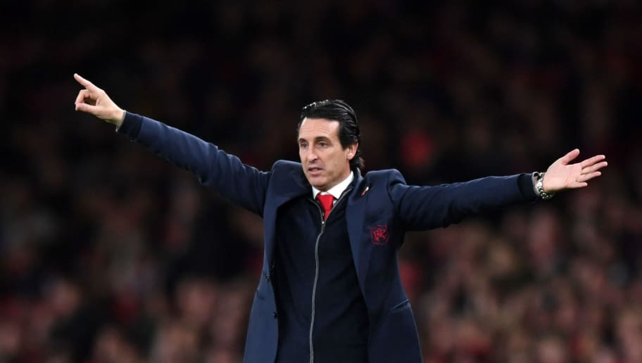 LONDON, ENGLAND - NOVEMBER 11:  Unai Emery, Manager of Arsenal gives his team instructions during the Premier League match between Arsenal FC and Wolverhampton Wanderers at Emirates Stadium on November 11, 2018 in London, United Kingdom.  (Photo by Shaun Botterill/Getty Images)
