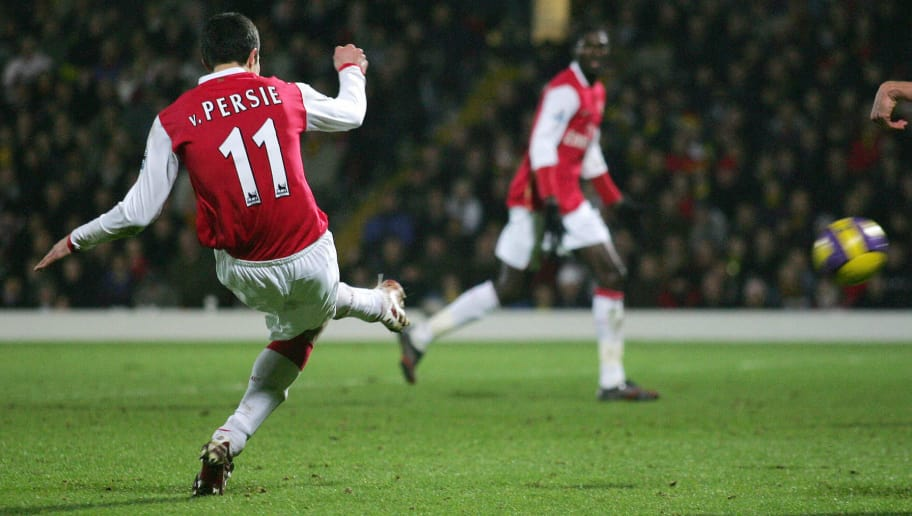 London, UNITED KINGDOM:  Arsenal's Robin Van Persie scores the team's second goal during the Premiership match against Watford at home to Watford, 26 December 2006. Arsenal won the match 2-1. AFP PHOTO / CARL DE SOUZA  Mobile and website use of domestic English football pictures subject to description of licence with Football Association Premier League (FAPL). For licence enquiries please telephone +44 207 298 1656. For newspapers where the football content of the printed version and the electronic version are identical, no licence is needed.  (Photo credit should read CARL DE SOUZA/AFP/Getty Images)