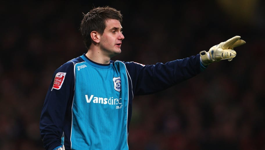 LONDON - FEBRUARY 16:  Tom Heaton  of Cardiff gives team mates instructions  during the FA Cup 4th Round Replay between Arsenal and Cardiff City at the Emirates Stadium on February 16, 2009 in London, England.  (Photo by Phil Cole/Getty Images)