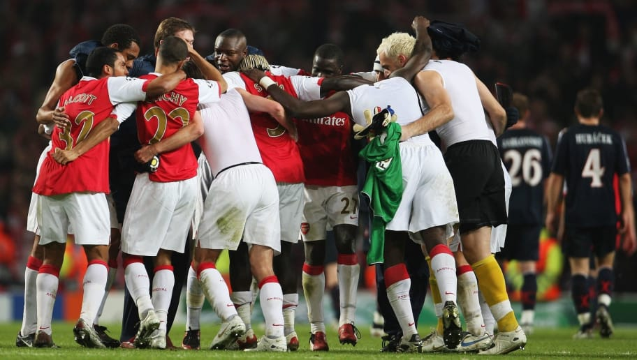 LONDON - OCTOBER 23: Arsenal players celebrate after Arsenal defeated Slavia Prague 7-0 during the UEFA Champions League Group H match between Arsenal and Slavia Prague at the Emirates Stadium on October 23, 2007 in London, England.  (Photo by Phil Cole/Getty Images)